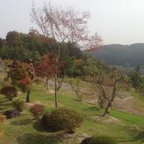 *[2階客室からの眺望一例]泉ヶ岳と裏庭の四季の移ろいをお楽しみ下さい。