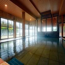 大浴場/湯けむりと自然の光が幻想的な空間を創る-東北では珍しい希少な等張性アルカリ性泉質を愉しんで。