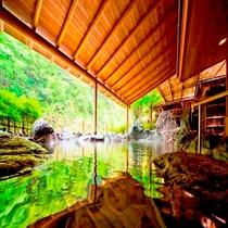 《白鳳の湯》 渓流野天風呂 吹き渡る風もすずやかな野天風呂で早川の渓谷を御堪能下さい