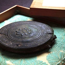 《西山温泉・家宝》 武田信玄公、家臣より頂戴した、銅鑼