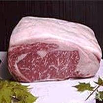 《特選甲州黒毛和牛》 品質ランクの4、5等級に格付けされた牛のみが、「甲州牛」として販売されます