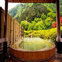 《望渓の湯》 慶雲館、一番人気の展望野天風呂、早川の渓谷が目の前に・・・