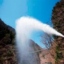 《世界屈指の自噴泉》 敷地内より掘削ボーリング、ポンプなどは一切使用せず自然湧出
