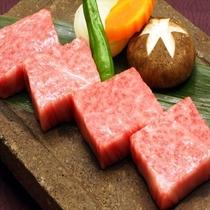 《特選甲州黒毛和牛》 当館での御提供は、富士の溶岩プレート焼きで