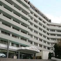 本館ホテル三楽荘外観