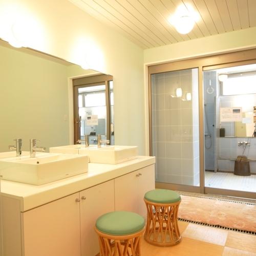 男性大浴場 脱衣室(2)