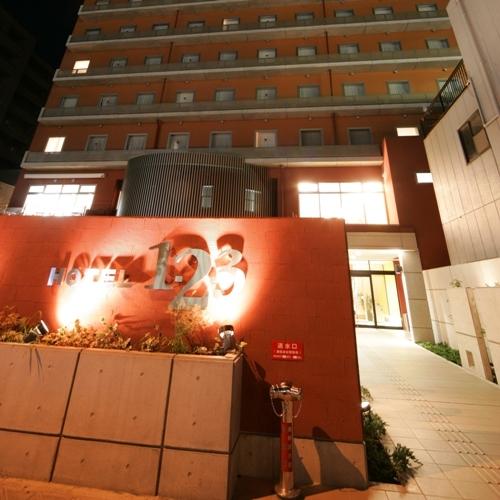 ホテル入口 夜景