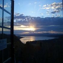 客室からの夕陽②