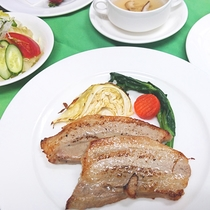 *スパイス焼きコース/館ヶ森高原豚のお肉を約8種類以上使用したオリジナルスパイス漬け焼きは絶品!