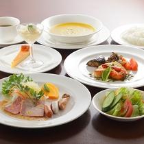 *ディナー/お魚コース。三陸産の新鮮な魚介類を使用しています。