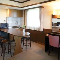 *ファミリールーム/ミニキッチン付きの広々としたお部屋は家族団らんにぴったり。