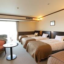 *ファミリールーム/シングルベッド4台のご家族・グループ向けのお部屋。