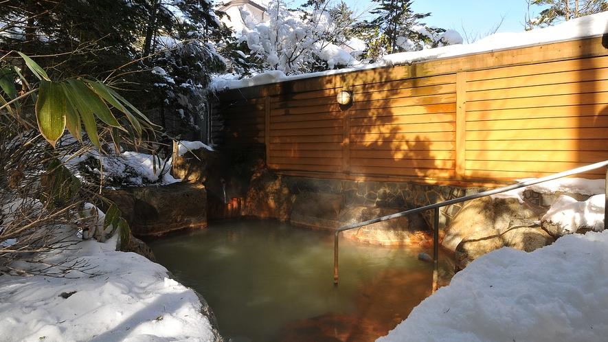 冬は雪見風呂