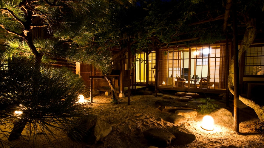 【天然泉露天風呂付き】特別和室/48~61平米 ~庭園を眺める~