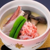 カニ会席【温  物】 蟹と白烏賊玉蒸し