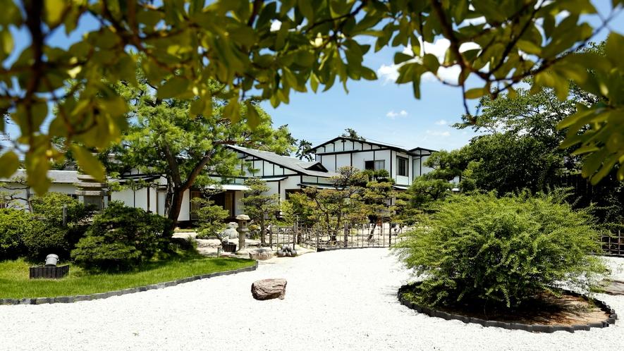 自慢の日本庭園。
