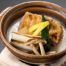 秋の会席【小  鍋】 大山どりと葱職人「河岡誠」の白葱豆乳仕立