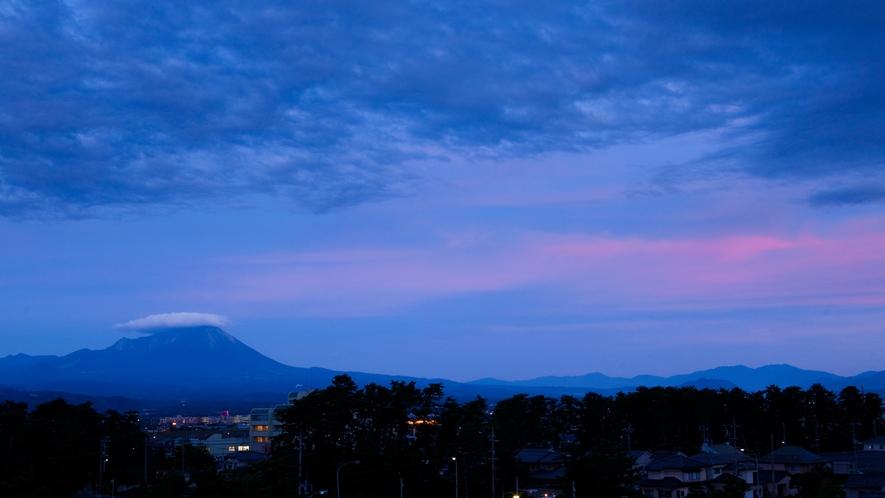 皆生風雅から見た大山(夜)。