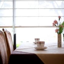 レストラン朝のコーヒーカップ