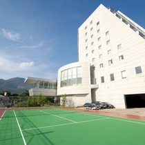 【テニスコート】ホテルの敷地内にございます(有料・10:00~予約可能)