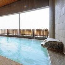 【SPA由瑠璃(ゆるり)】広々とした大浴場。良質な蔵王温泉のたっぷりと源泉掛け流しで注がれています