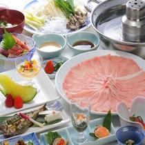 【米の娘ぶたしゃぶしゃぶ膳】もっちりとした食感の山形ブランド豚。写真は2人盛りです。