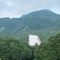 【蔵王を一望できる絶好のロケーション】高層階の眺望が魅力。人気のスポット「蔵王ロープウェイ」が目の前