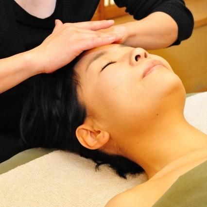 ashikari spa「白檀」セラピストの心のこもった施術で、身体と心の日頃の疲れを癒します。