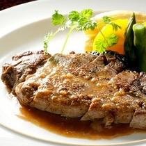 和牛のヒレステーキ、特製添え(プランまたは別注でご用意)