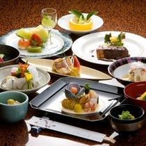 毎月替わる旬の懐石料理(夕食)は、日本の四季の美しさを魅せてくれます