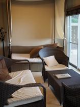 【スイートルーム】バリ風の家具で統一してます。