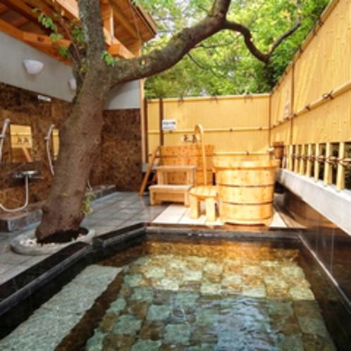 広々とした露天風呂(大理石風呂にひのき風呂)を貸切にてご利用いただけます。