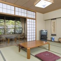 美しい日本庭園が眺め、広々10畳和室でゆっくりお寛ぎください。