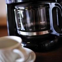 【お寛ぎ】 全てのお部屋に、コーヒーメーカーをご準備しています。お好きな時にどうぞ。
