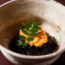 【ご夕食一例】 鮮度にこだわり素材の味を大事にしたお料理は年代問わず好評です。