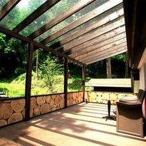 【客室Gタイプ離れ「お蔵ベッドルーム」】 豊かな自然に囲まれた環境で、爽やかな朝を!
