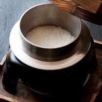 【ご朝食一例】 朝食には、こだわりの釜で炊き立てのご飯で。お米本来の味をお楽しみください。