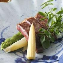 【ご夕食一例】 季節に応じて山形牛を趣向を変えてご提供しています。