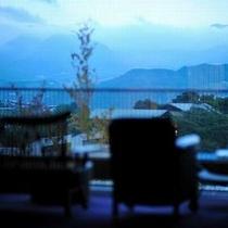 【景色】 朝一で館内より望む蔵王連峰。時間帯によって表情を変えます。