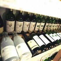 【酒蔵】 銘酒が揃う当館自慢の「ワインセラー」。きっとお口に合うものがあるはずです。