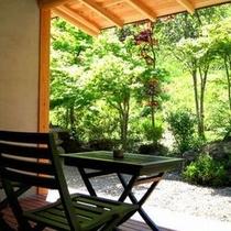【客室E1タイプ「茜」】 季節の風を感じながら、テラスで寛ぐ最高な贅沢なひととき!