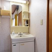 *【2階離れ・光陽】独立洗面台あり。朝は便利です!
