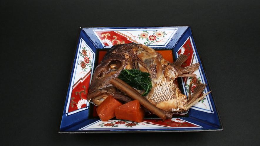 *【鯛のかぶと煮】鯛の頭を甘辛く煮付けた一品。ご飯が進みます