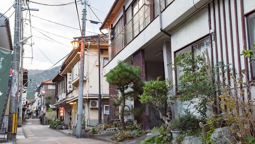 *【周辺:俵山温泉街】温泉街ならでわの古い旅館が立ち並びます。