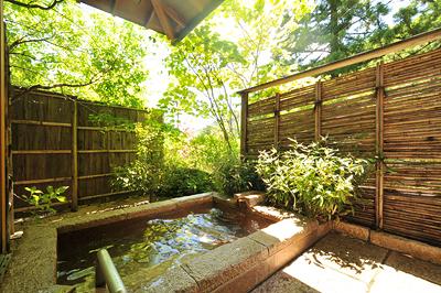「富」 庭園露天風呂(御影石)