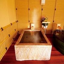 【湯めみの庭】大岩くりぬき風呂