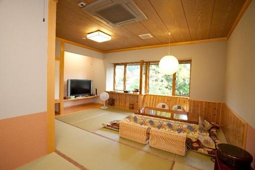 新設!和室12畳トイレ付+堀コタツ+50型液晶TV・2階限定
