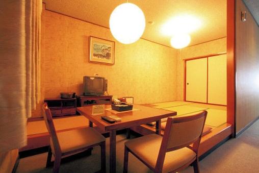 バストイレ付タタミ6畳【旧タイプ】