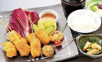 お肉と野菜の串揚げセット