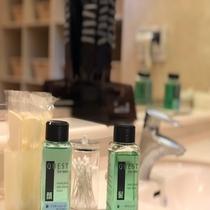 男性洗面所アメニティ◇くし、レザー、ヘアトニック、綿棒、アフターシェーブローション